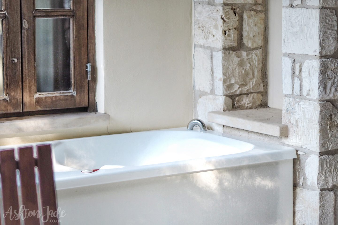 hotel-ayii-anargyri-cyprus-room-outdoor-tub